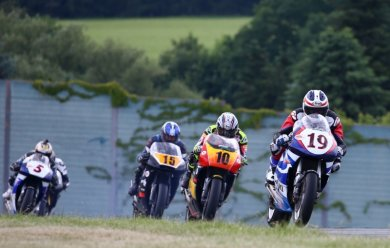 Bei der ADAC Sachsenring Classic konnten die alten Strategen am Gasgriff drehen.