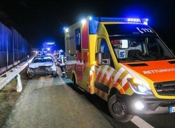 Für den Fahrer glimpflich ausgegangen ist dieser Unfall in der Nacht zum Montag - er blieb unverletzt.