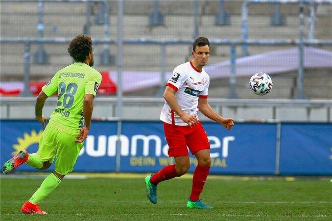 Bastian Strietzel bei seinem Startelf-Debüt gegen Wehen Wiesbaden.