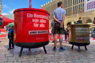 Ein symbolischer Rententopf auf dem Chemnitzer Neumarkt.