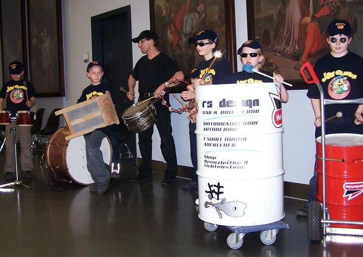 Die Trommler der Grundschule Flöha hauten während des Bürgermeisterempfangs auf die Pauke.