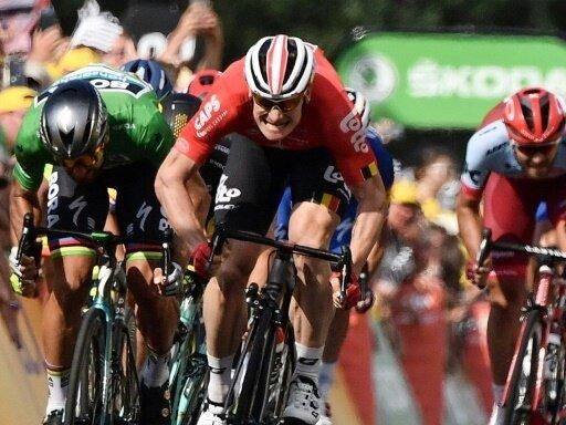 Andre Greipel (m.) landet im Sprint auf Platz drei