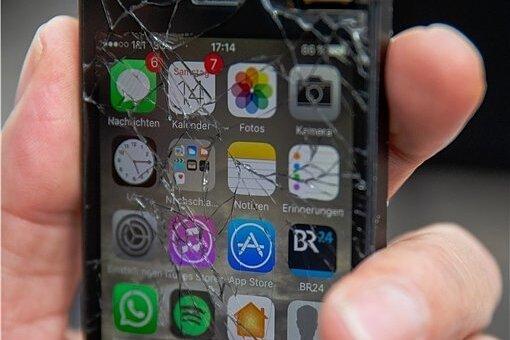 Huch, runtergefallen: Wenn ein neues iPhone-Modell auf den Markt kommt, häufen sich Schadensmeldungen bei den Privathaftpflichtversicherern.