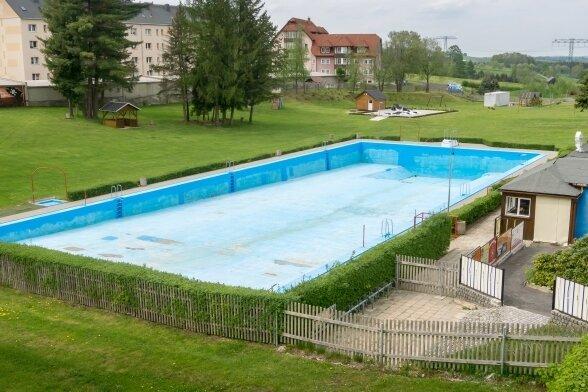 Das Freibad in Lengefeld ist in die Jahre gekommen. Die berechneten Investitionskosten des Ingenieurbüros für die Erneuerung belaufen sich auf nunmehr fast 2,48 Millionen Euro.