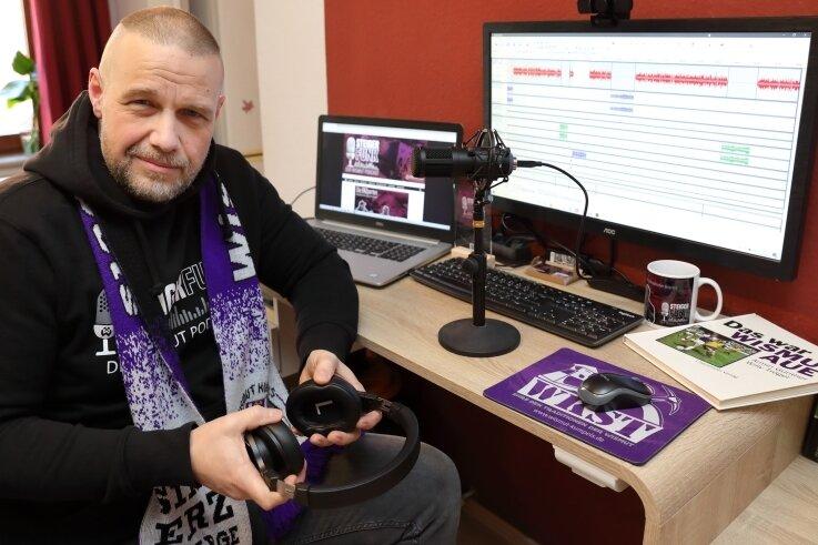 """FCE-Fan Sören Schneider ist während Corona mit dem Podcast """"Steigerfunk"""" gestartet. Auf den Geburtstag will er am Donnerstag anstoßen."""