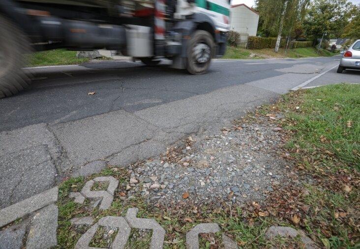 Der untere Teil der Frankenberger Straße in Lichtenwalde ist seit vielen Jahren in schlechtem Zustand.