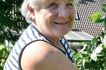 Margit Lassak mit ihrer Pimpernuss.