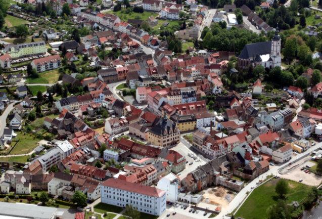 Die Innenstadt von Penig aus der Luft.
