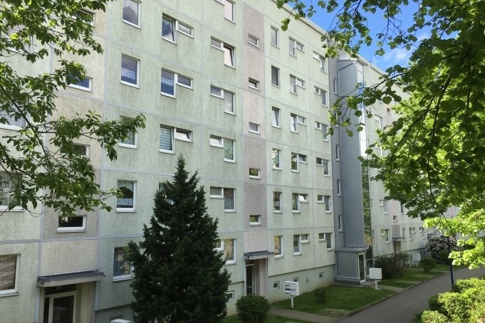 Vor und in diesem Wohnblock an der Dr.-Otto-Just-Straße terrorisierte der32-Jährige über Monate hinweg die Bewohner.