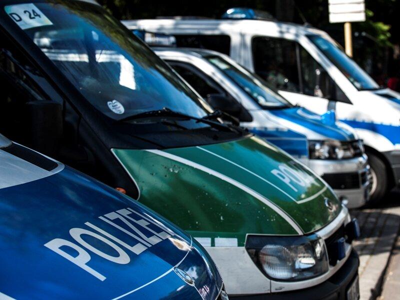 Polizei löst Autotreffen auf: Mehrere Hundert Wagen