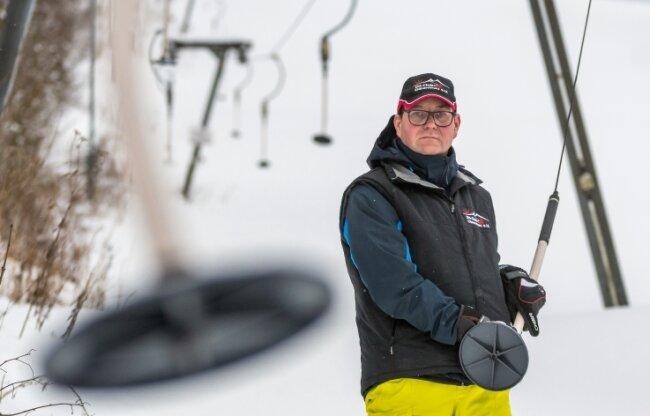 Als begeisterter Wintersportler und auch als Vorsitzender des Olbernhauer Skiclubs bedauert Thomas Moron, dass der Skilift bei den derzeit optimalen Bedingungen geschlossen bleiben muss.