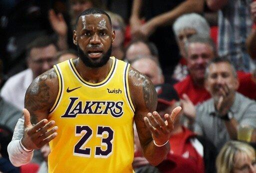 James muss bei Lakers-Debüt Niederlage hinnehmen