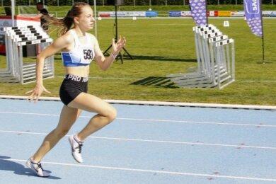 Goldener Lauf: Anna Weichelt von der TSG Oederan gewann bei den U-16-Landesmeisterschaften am Sonntag in Mittweida den langen Sprint über 300 Meter. Dabei kam die 15-Jährige im Schwanenteichstadion mit mehr als zehn Metern Vorsprung ins Ziel.
