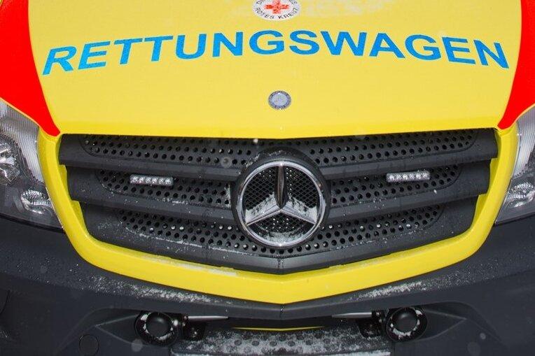 Auto fährt gegen Fußgänger - Zwei Verletzte in Gersdorf