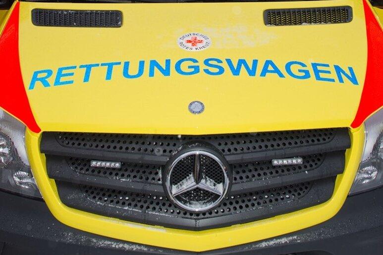 Bernsdorf: Zwei Männer bei Unfall nach Überholmanöver schwer verletzt