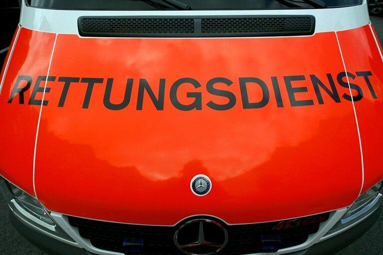 Motorradfahrer bei Zusammenprall mitAuto schwer verletzt