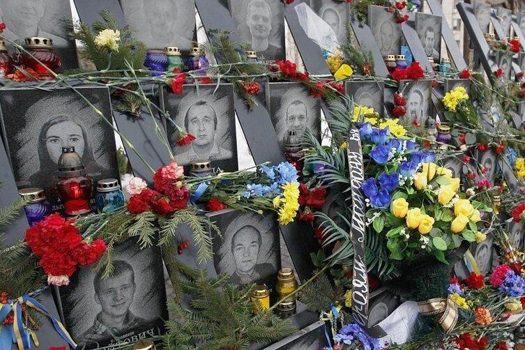 """Ein Mahnmal erinnert in Kiew an die """"Himmlische Hundertschaft"""" - die Opfer des Maidan 2014."""