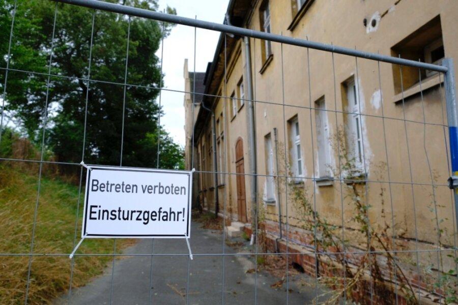 Teile des Turnhallenkomplexes am Joppenberg wie Dach und Anbau stellen wegen des äußerst schlechten Bauzustandes eine Gefahr für die öffentliche Sicherheit dar. Der Abriss ist nun beschlossene Sache.