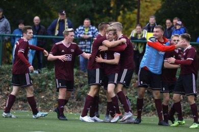 Im Sachsenpokalspiel gegen den Oberligisten VFC Plauen gab es für den Oberlungwitzer SV vor einer Woche immerhin zwei Tore zu bejubeln. Nach dem 2:5 will die Elf nun in der Liga wieder einen Sieg holen.