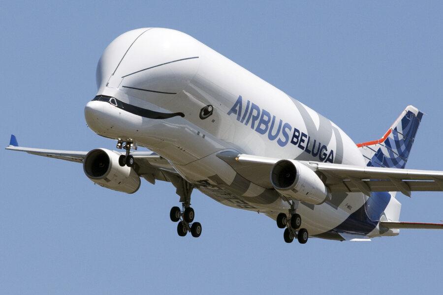 Der Airbus BelugaXL bereitet sich nach seinem Jungfernflug auf die Landung auf dem Flughafen Toulouse-Blagnac vor.
