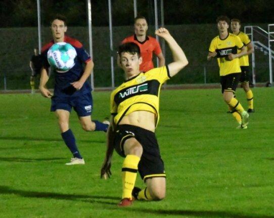 Philipp Sovago (vorn) kam beim Stand von 0:2 für den VFC aufs Feld, konnte dem Spiel aber auch keine Wende mehr geben.