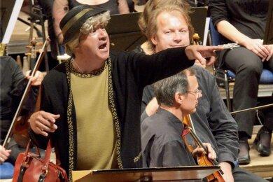 Tom Pauls in seiner Paraderolle als Ilse Bähnert, hier auf der Zwickauer Freilichtbühne.