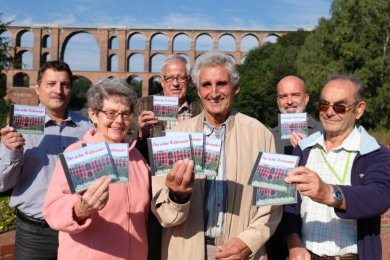 Wirkten an der nagelneuen DVD über die Göltzschtalbrücke mit: (von links) Uwe Schaller, Helga Blei, Wolfgang Weber, Falk Naumann, Jörg Weiß und Manfred Blei.