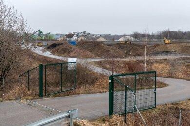 Blick auf das Gelände der Deponie in Wernsdorf. Das Gelände wird derzeit profiliert.