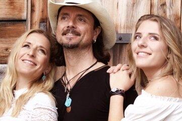More Than Words mit Stefanie Hertel, Lanny Lanner und Johanna Mross (von links) sind am Sonntag dabei.