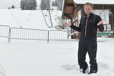 Betreiber Alexander Richter an seinem Skihang Holzhau.
