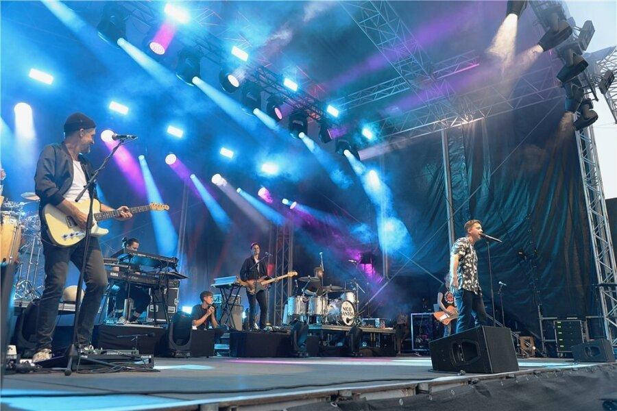 Nico Santos und Band begeisterten am Freitag circa 800 Besucher des 1. Frankenberger Sommer Open Airs.