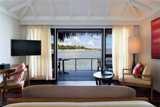 """So lässt es sich ohne Stress leben: Innenaufnahme eines Bungalows des """"Anantara Veli Maldives Resort""""."""
