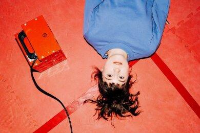 Zwei Jahre nach dem Aus von Schnipo Schranke hat Fritzi Ernst nun ihr erstes Solo-Album herausgebracht.