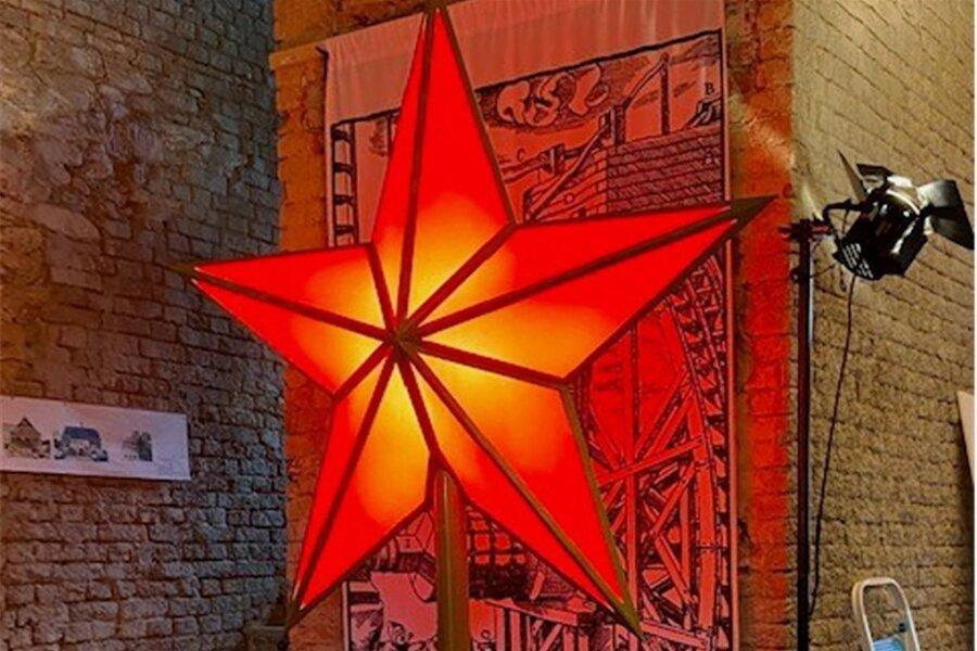 Ein Modell eines roten Sterns, wie er im Projekt von Andreas Mühe im Erzgebirge leuchten könnte, wurde am Freitag in Aue gezeigt.