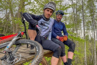 Ein eingespieltes Team: Die Trial-Weltmeister Hannes Herrmann und Marco Hösel (v. l.) haben am Montag eine Challenge gestartet.