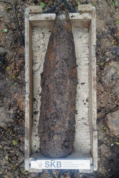Diese Granate war im Ottendorfer Wald gefunden worden.Experten vom Kampfmitelbeseitigungsdienst sprengten sie. Foto Lars Müller