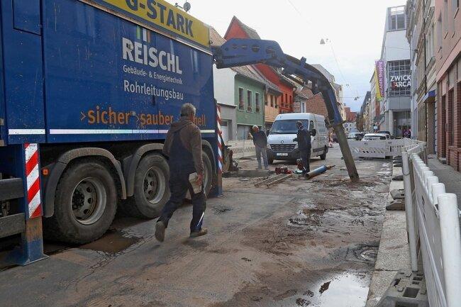 Dienstag war die Marienstraße zwischen Schumannplatz und Arcaden gesperrt - Rohrbruch. Wie geht es weiter?