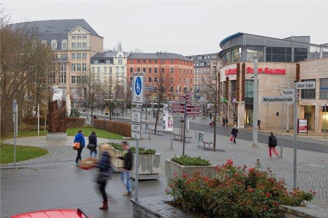 """Die rechte Gruppierung """"Freie Sachsen"""" hatte für Freitagabend eine Versammlung zwischen Wöhrl-Kaufhaus und Stadt-Galerie angemeldet."""