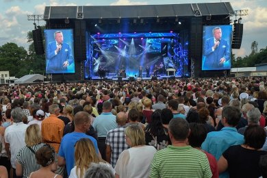 Wird Schlagerstar Roland Kaiser am 17. Juli auf dem Chemnitzer Hartmannplatz singen? Das Konzert sollte bereits im vergangenen Jahr stattfinden, wurde aber wegen Corona verschoben. Die Tickets sind weiter gültig.