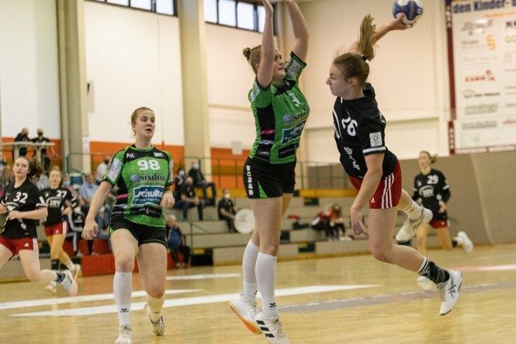 Die zum Bundesligakader der Frauen gehörende Jasmina Gierga (rechts) war mit sieben Treffern beste Zwickauer Torschützin.