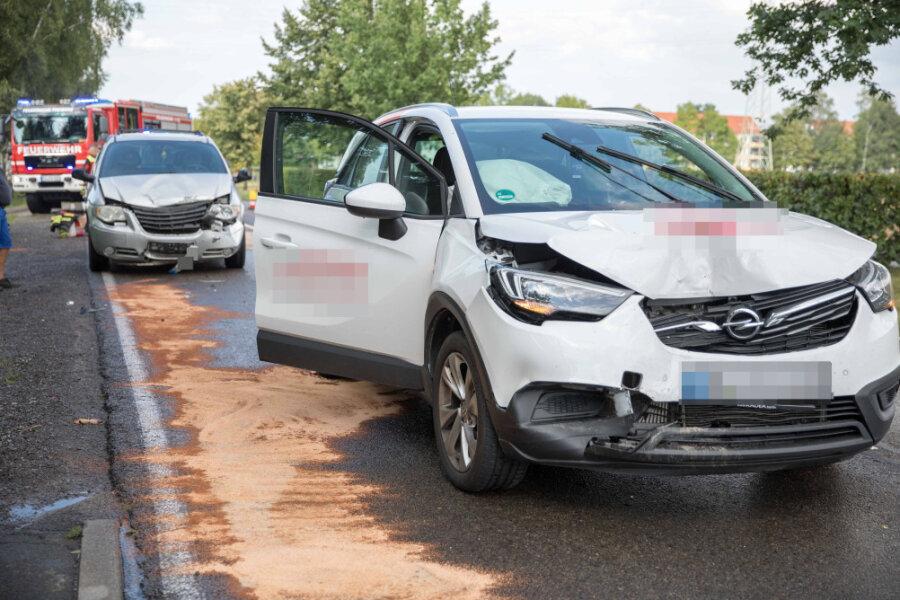 Unfall am Ortsausgang Freiberg: Drei Autos kollidieren auf B 101