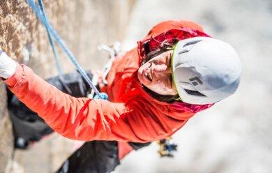 """Ines Papert in der 25. Seillänge der Route """"Riders on the Storm"""", Schwierigkeit 7c, am Torre Central in Patagonien."""