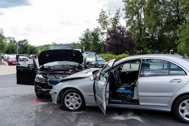 An der Kreuzung Kohlenstraße/Auerbacher Straße in Rodewisch sind am Donnerstagnachmittag ein Mercedes und ein BMW kollidiert.