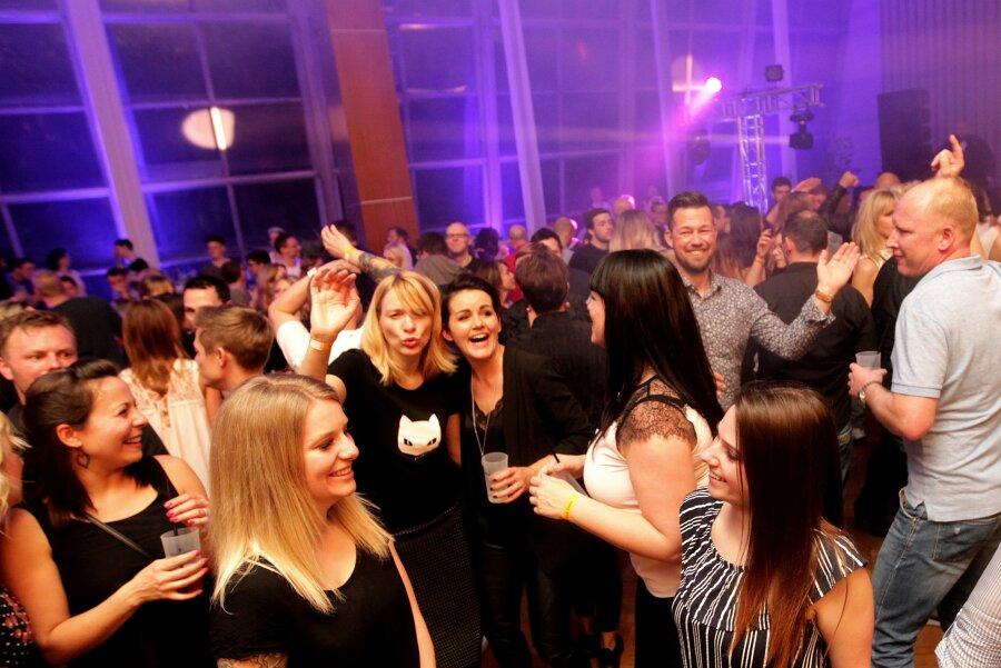 700 Nachtschwärmer feiern Abriss-Party im Plauener Rathaus