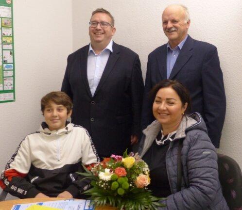 Deni Eskiev (vorne links) hat Leben gerettet und ist geehrt worden.
