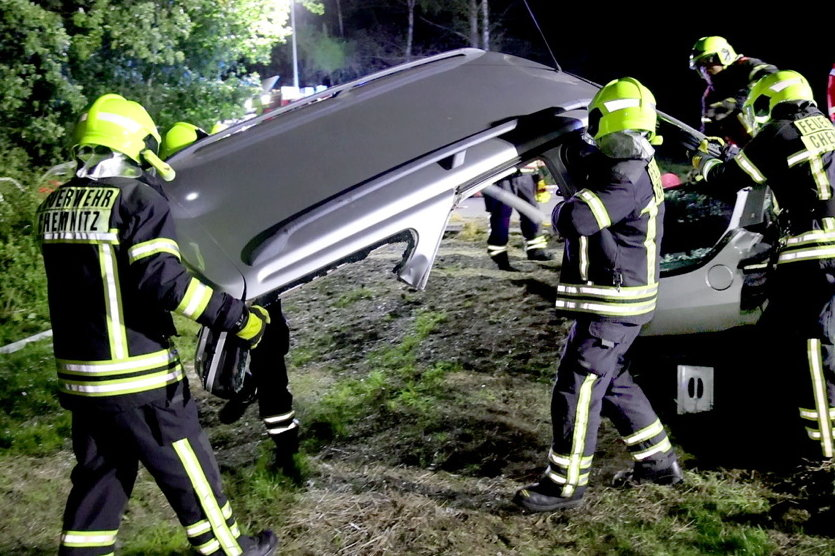 Einsatzübung der Freiwilligen Feuerwehr: Unfall mit eingeklemmter Person