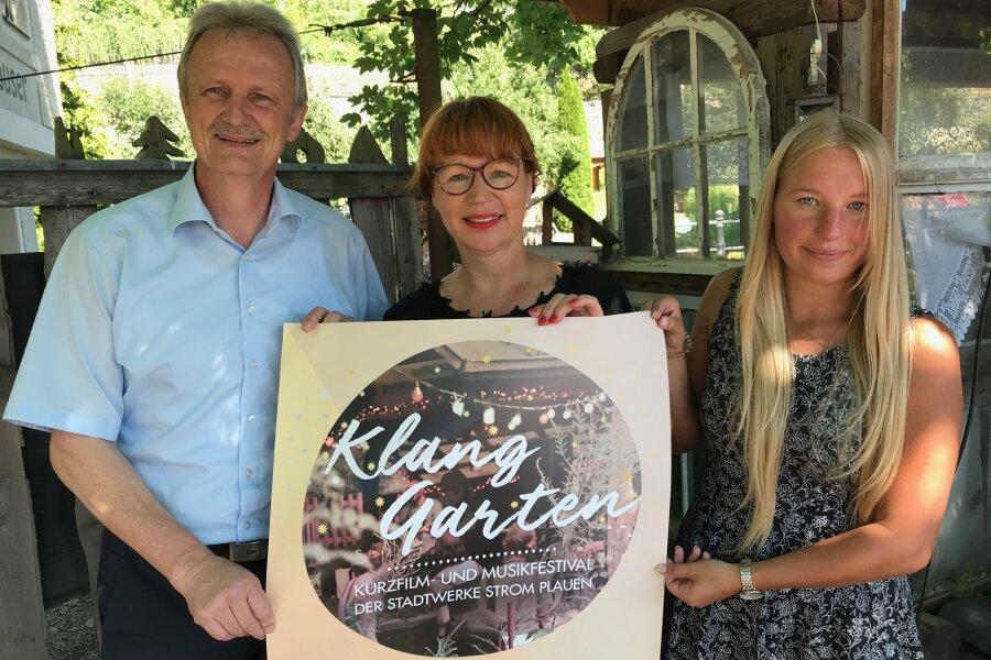 Freuen sich auf den kulturell-kulinarischen Abend (von links): Stadtwerke-Chef Peter Kober, Kerstin Rüffer vom Unikat-Verein in den Weberhäusern und Jenny Stolpmann, ebenfalls von den Stadtwerken.