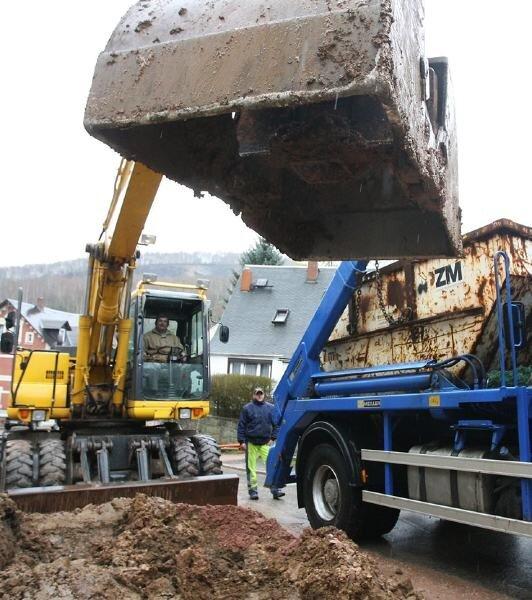Noch rattern die Bagger und die Straße ist gesperrt - doch im Mai soll der Abwassersammler-Bau am Casinoberg beendet sein.