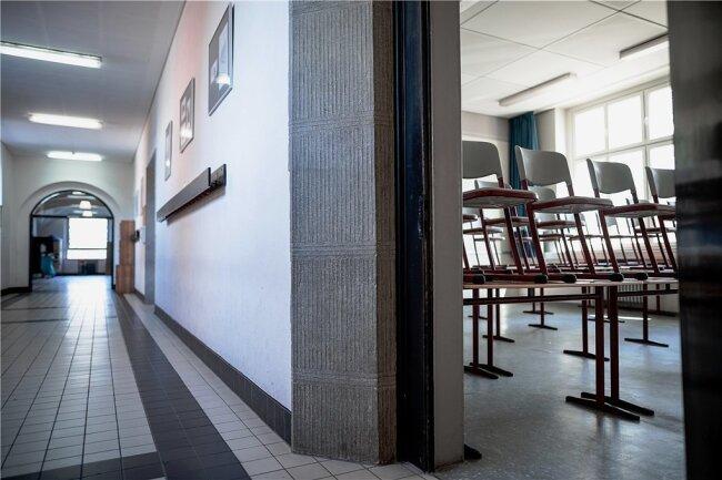 Ab Montag bleiben in Sachsen nicht nur Schulen verwaist. Für vier Wochen hat die Landesregierung angesichts steigender Infektionszahlen einschneidende Maßnahmen zur Kontaktbeschränkung beschlossen.