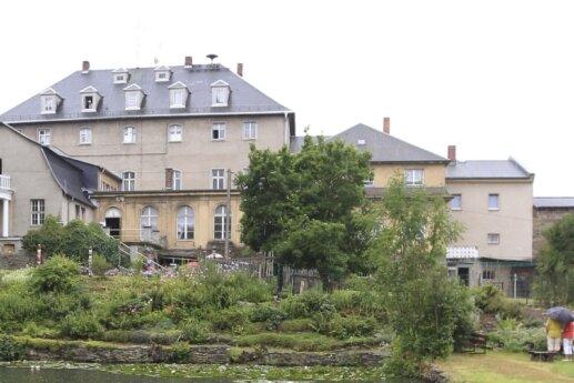 Das Rittergut Kleingera: Aktuell muss das Herrenhausdach dringend saniert werden.